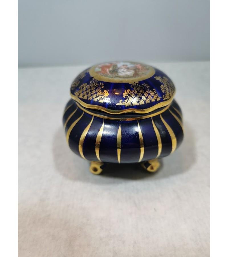 Dėžutė porcelianinė. Kaina 23