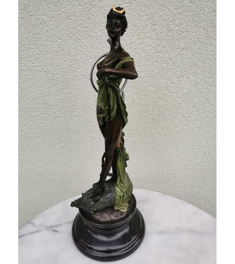 Statula bronzinė Diana Victorious. Svoris 6 kg. Kaina 227