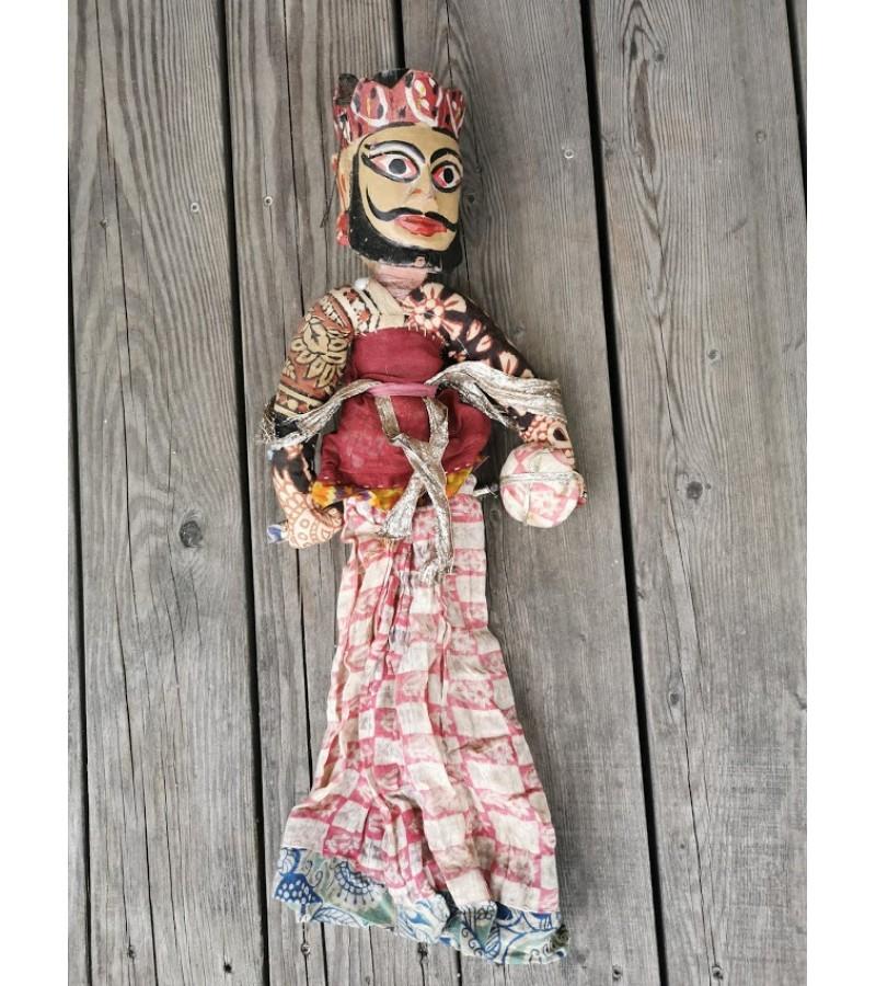 Lėlė vaidinimams medine, tapyta galva. Vyras-moteris. Kaina 38