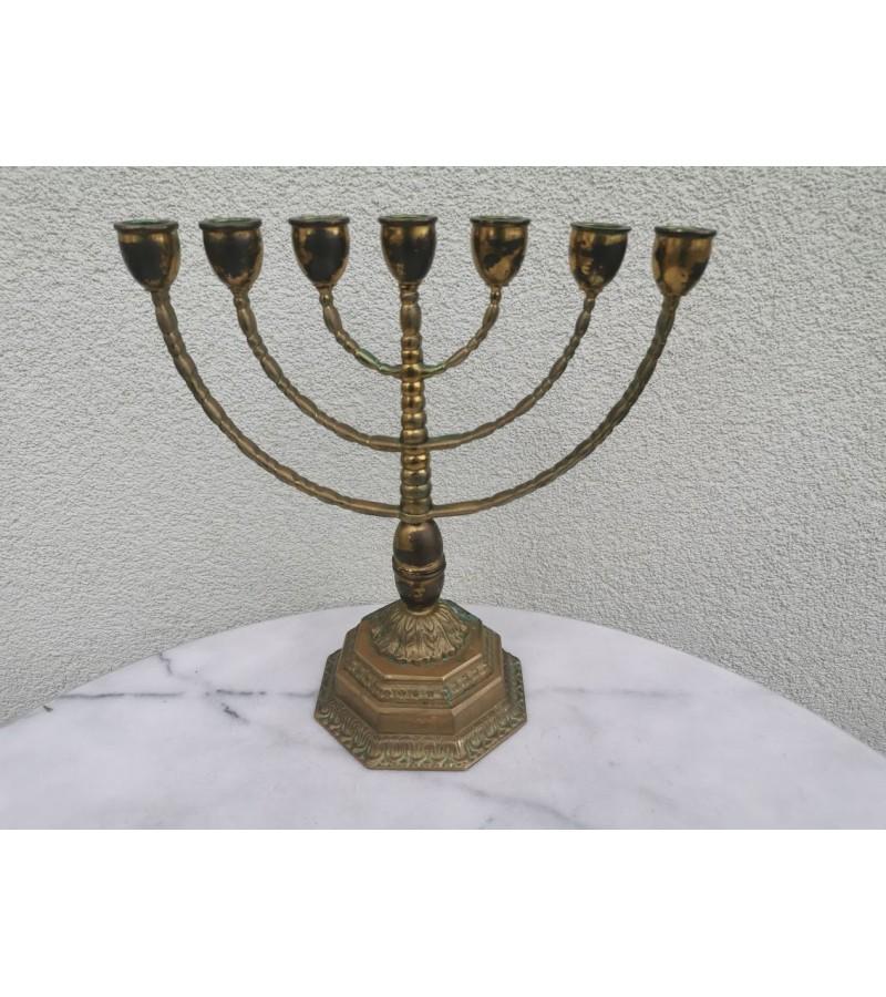 Menora žvakidė, nemažai naudota. Kaina 43