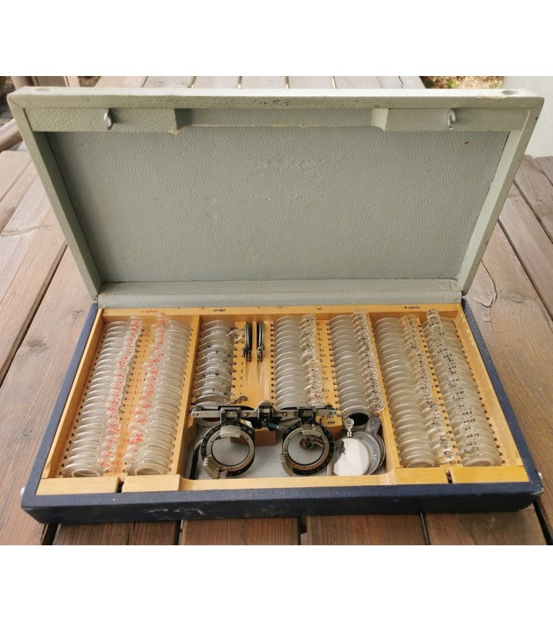 Medicinos optometrinė įranga, antikvarinių optinių bandomųjų lęšių rinkinys CARL ZEISS JENA originalioje dėžėje. Kaina 173