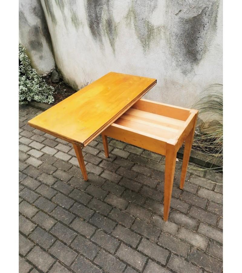 Konsolė - staliukas, žaidimų, medžio masyvo, išskleidžiamas. Kaina 87