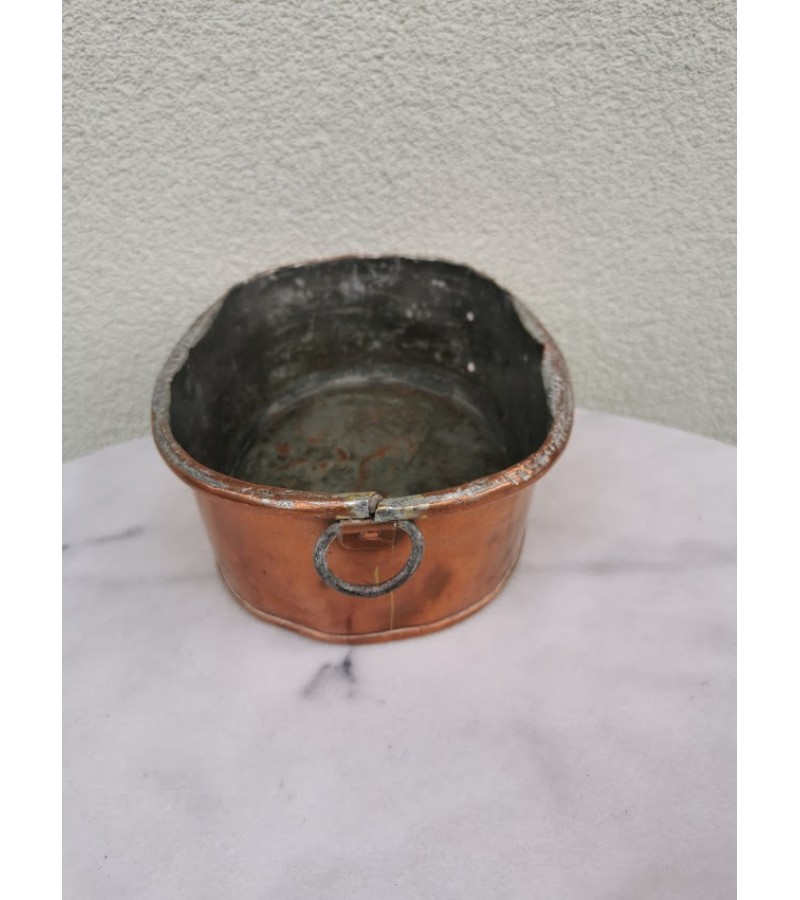 Indas varinis, kaltinis ovalus, antikvarinis. Kaina 21