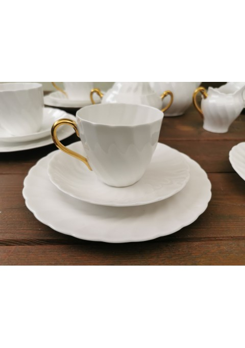 Puodeliai su lėkštutėmis. Tuscan. Fine english bone china. Made in England. 6 vnt. Talpa 150 ml. Kaina po 13.