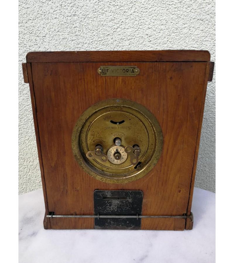 Laikrodis, taupyklė antikvarinis. Veikiantis. Kaina 93