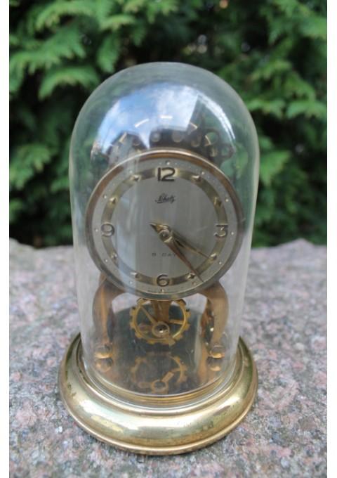 Laikrodis Shatz su gaubtu. Kaina 62 Eur.