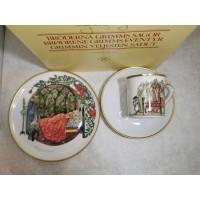 Puodelis su lėlštutėmis porcelianinis, kolekcinis,, originalioje pakuotėje, pasakų motyvais. Nenaudota, tinkama dovana. Puodelio talpa 120 ml. 2 komplektai. Kaina po 18