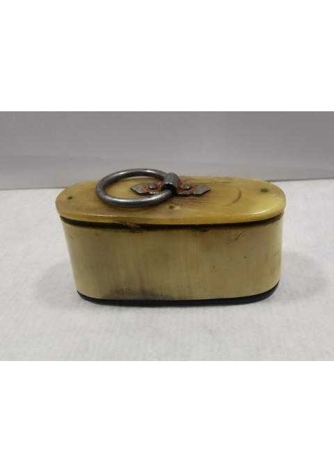 Dėžutė tabakui ar pan. antikvarinė, padaryta iš rago. Kaina 28