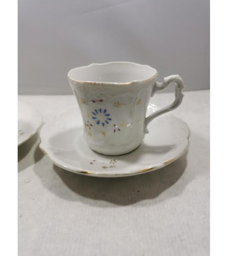 Puodeliai su lėkštutėmis porcelianiniai, antikvariniai. C.T. (Carl Tielsch, 1875-1900 m.). Talpa 120 ml. 3 vnt. Kaina po 8