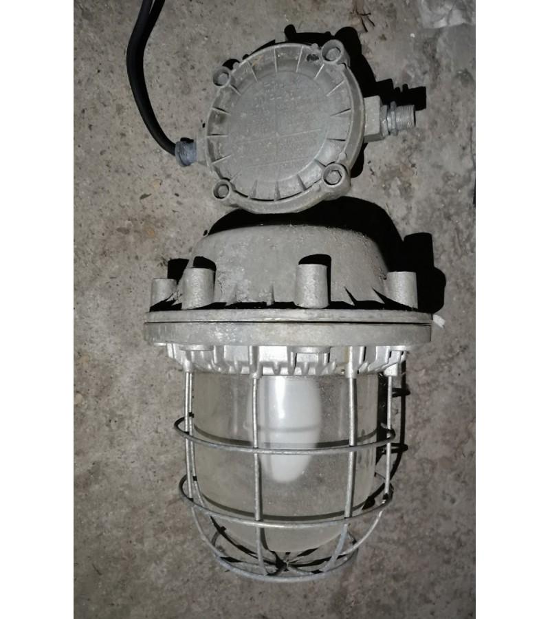 Lempa, šviestuvas didelis, industrinis, loftinis tarybinių, sovietinių laikų. 2 vnt. Kaina po 63
