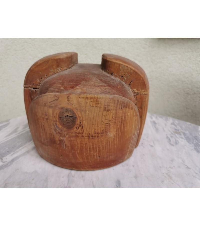 Kepurių siuvimo forma medinė, antikvarinė, tarpukario. Kaina 62