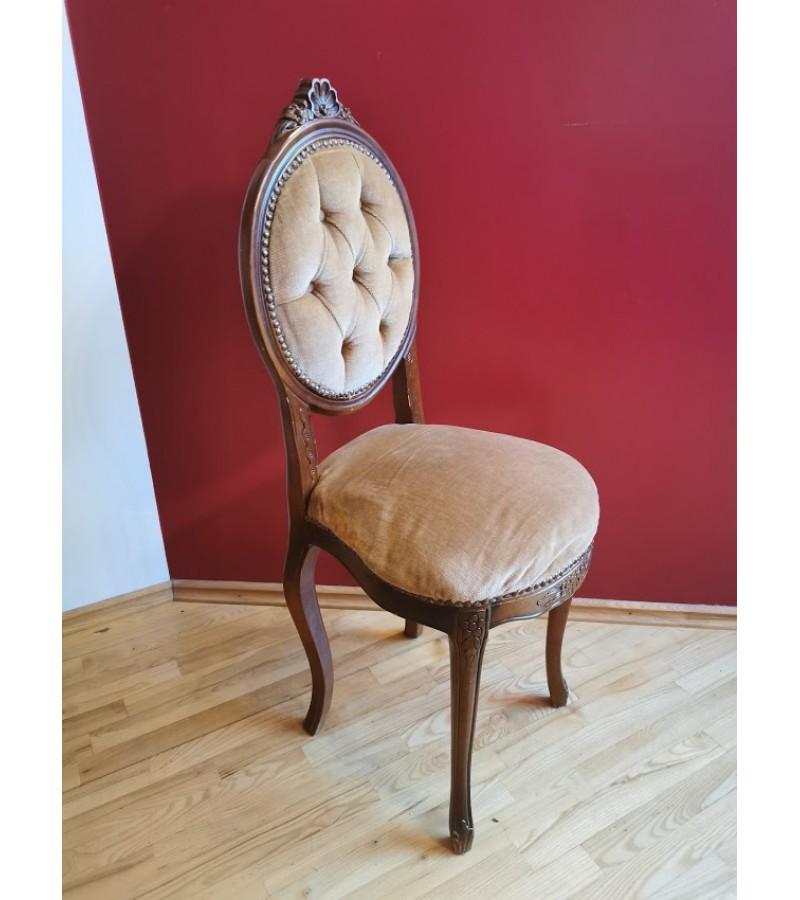 Kėdė nedidelė. Kaina 83