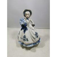 Statulėlė, muzikinė dėžutė - porcelianinė dama, prisukama, skambant muzikai sukasi apie savo ašį. Uniart Fine Porcelain Foreign. Kaina 27