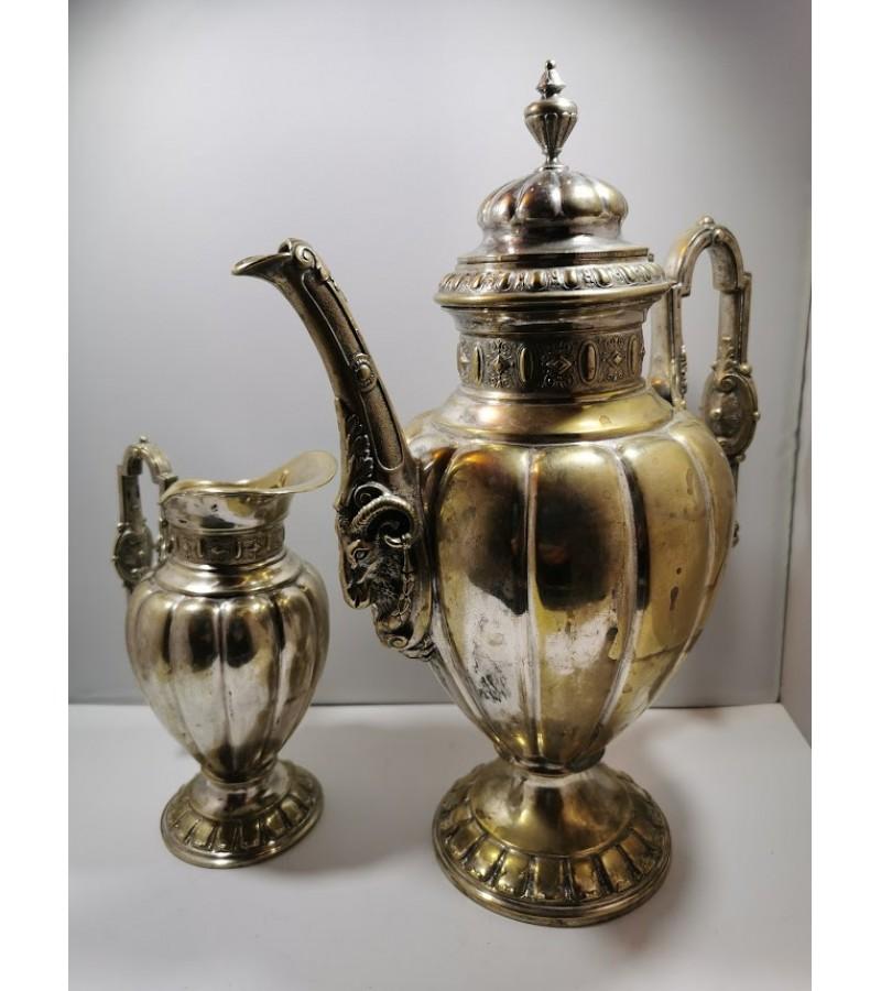 Komplektas antikvarinis,  kavinukas - arbatinis, grietinėlės- pieno indas, sidabruotas. Kaina 82