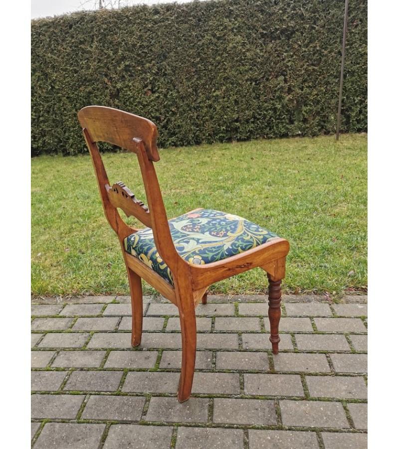 Kėdė antikvarinė restauruota, tvirta. Kaina 28
