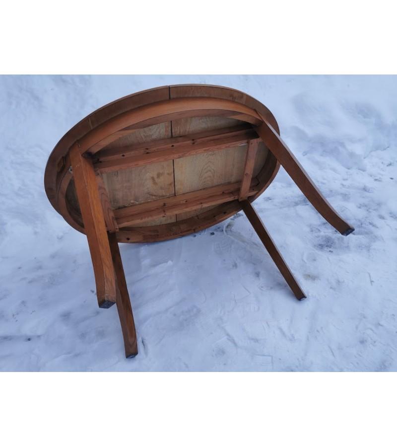 Stalas antikvarinis, ovalus, medžio masyvo, prailginams intarpais. Kaina 217