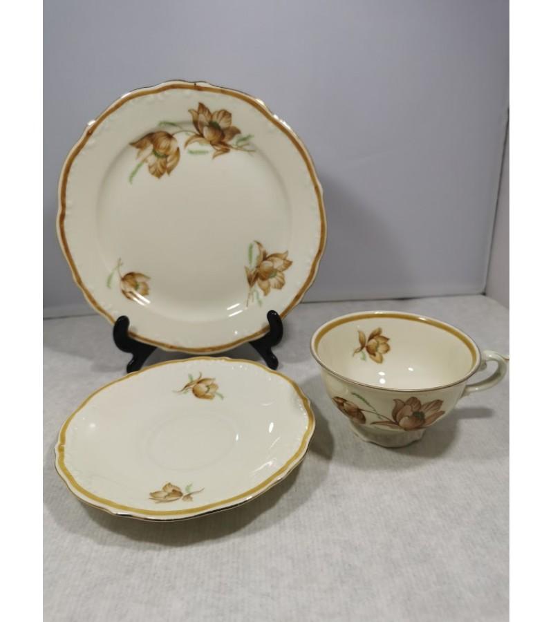 Servizas porcelianinis, Victoria. Tarpukario Čekoslovakija. Puodelio talpa 120 ml. Kaina 73 už viską.