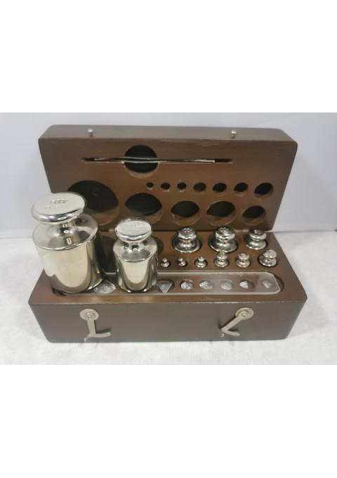 Svareliai su dėžute, tarybiniai medinėje dėžutėje. 1954 m. Prabuoti 1954 ir 1974 m. Kaina 48