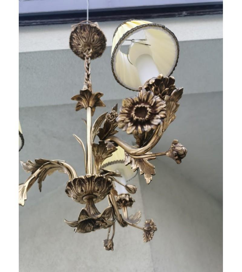 Šviestuvas bronzinis, antikvarinis, gėlių motyvais. Kaina 187