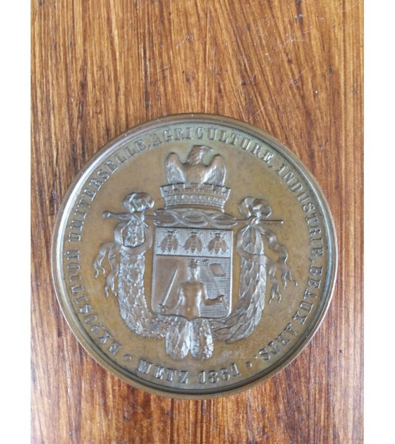 Medalis 1861 m. prancūziškas, stalo medalis originalioje dėžutėje. Kaina 97