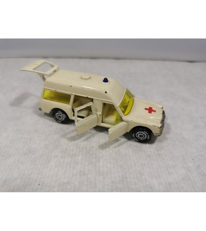 Mašinėlė, modelis Greitoji pagalba. 1970 m. MERCEDES 250/8 BINZ EUROP 1200 L AMBULANCE SIKU V306. Made in Germany. Kaina 21
