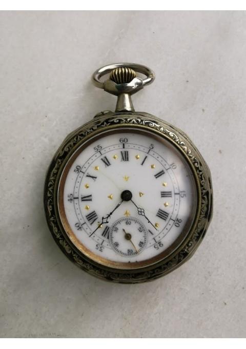 Laikrodis kišeninis, antikvarinis su reljefiniu dviratininko atvaizdu. Veikiantis. Kaina 157