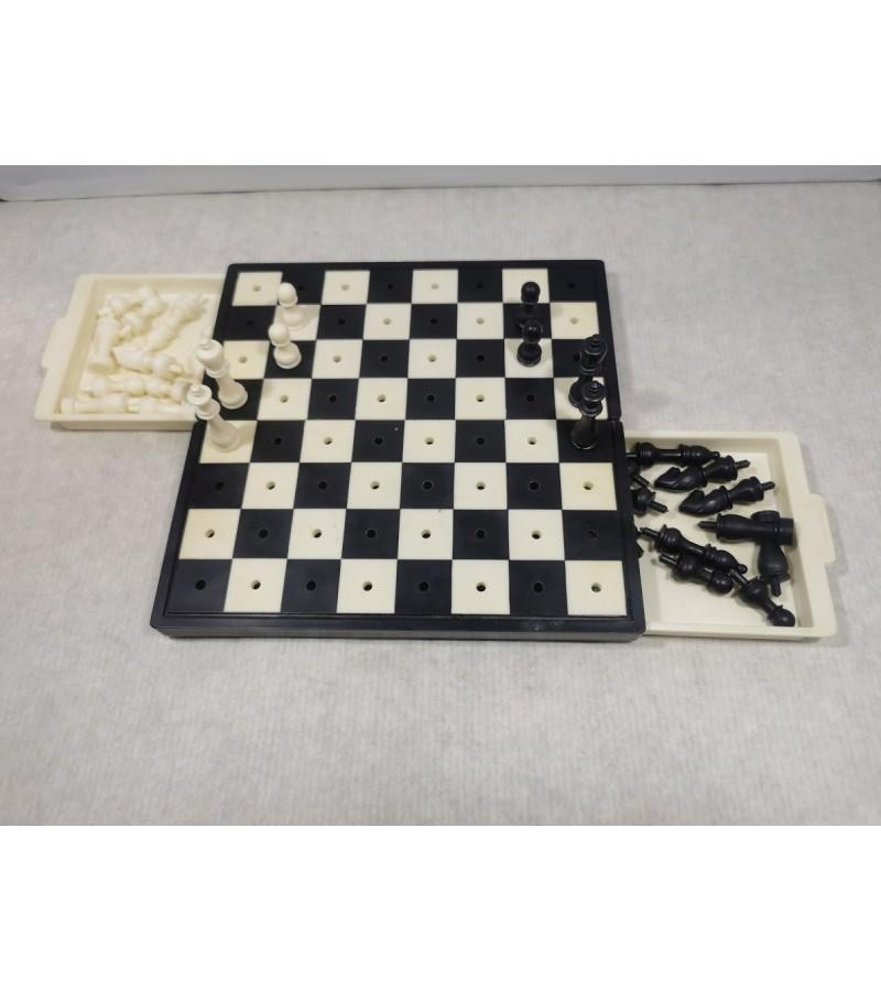 Šachmatai kelioniniai futliare tarybiniai Leningrad. Kaina 28