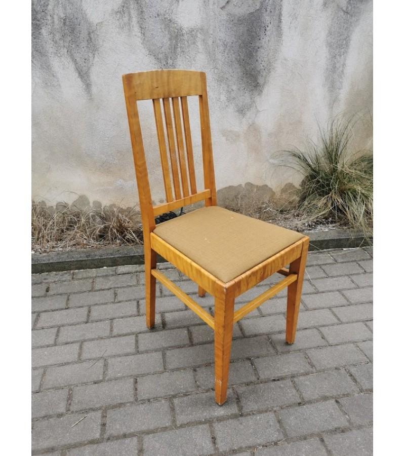 Kėdė medinė, antikvarinė. Kaina 23