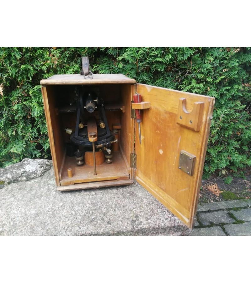 Teodolitas antikvarinis Gustav Heyde  Dresden G.M.B.H. originalioje dėžėje. Kaina 325