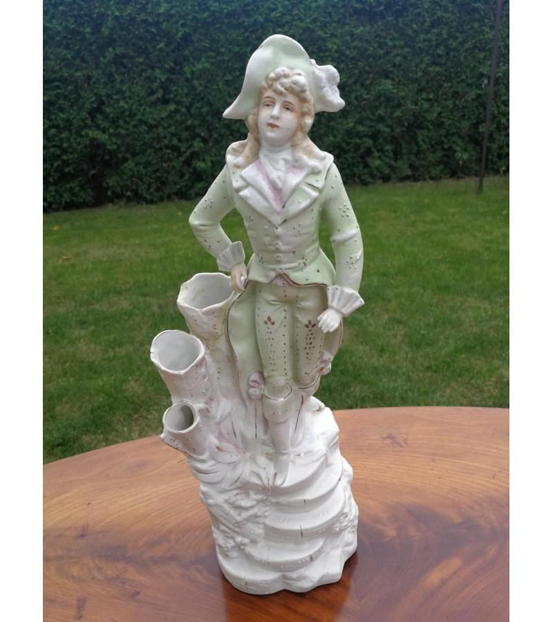 Vaza , statulėlė antikvarinė Berniukas. Biskvitas. Kaina 72