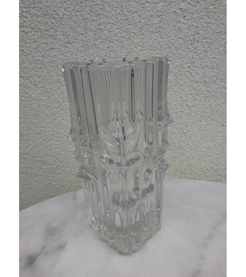 Vaza vintažinė, stiklinė. Kaina 27