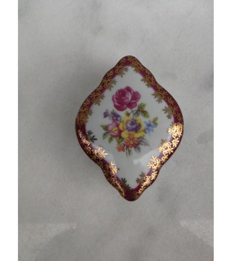 Dėžutė porcelianinė GDR. Kaina 17