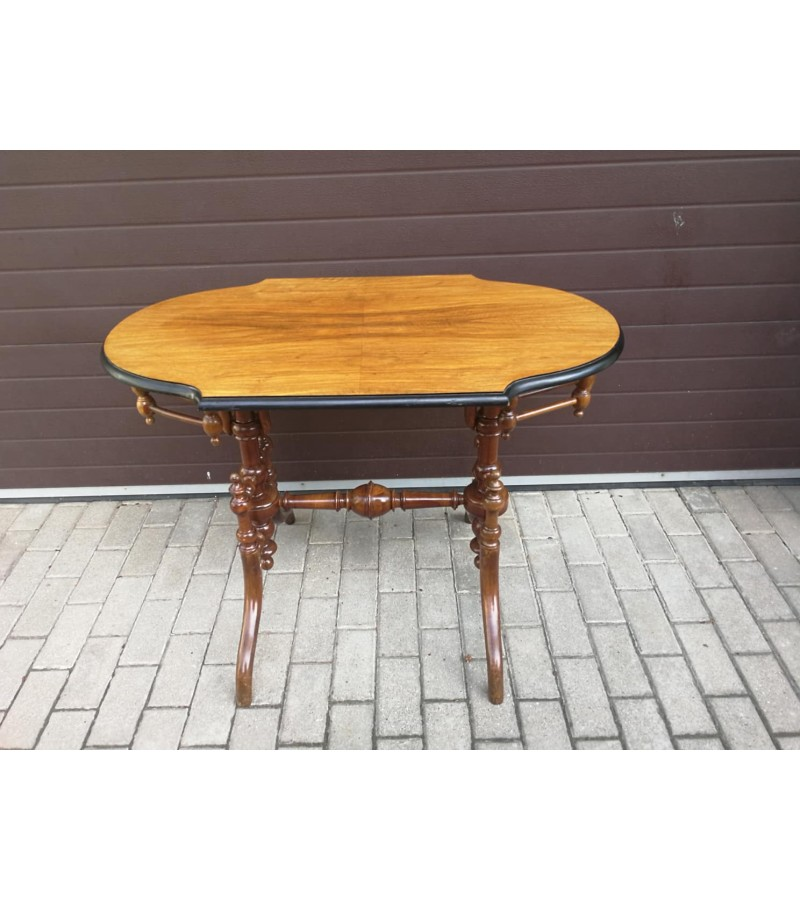 Stalas nedidelis, elegantiškas valgomojo, antikvarinis. Kaina 152