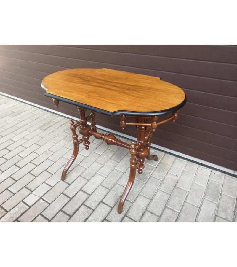 Stalas nedidelis, elegantiškas, antikvarinis. Kaina 152