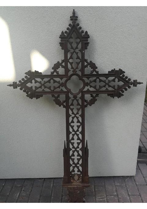 Kryžius antikvarinis, špižinis (ketaus). Sveria apie 100 kg. Kaina 355