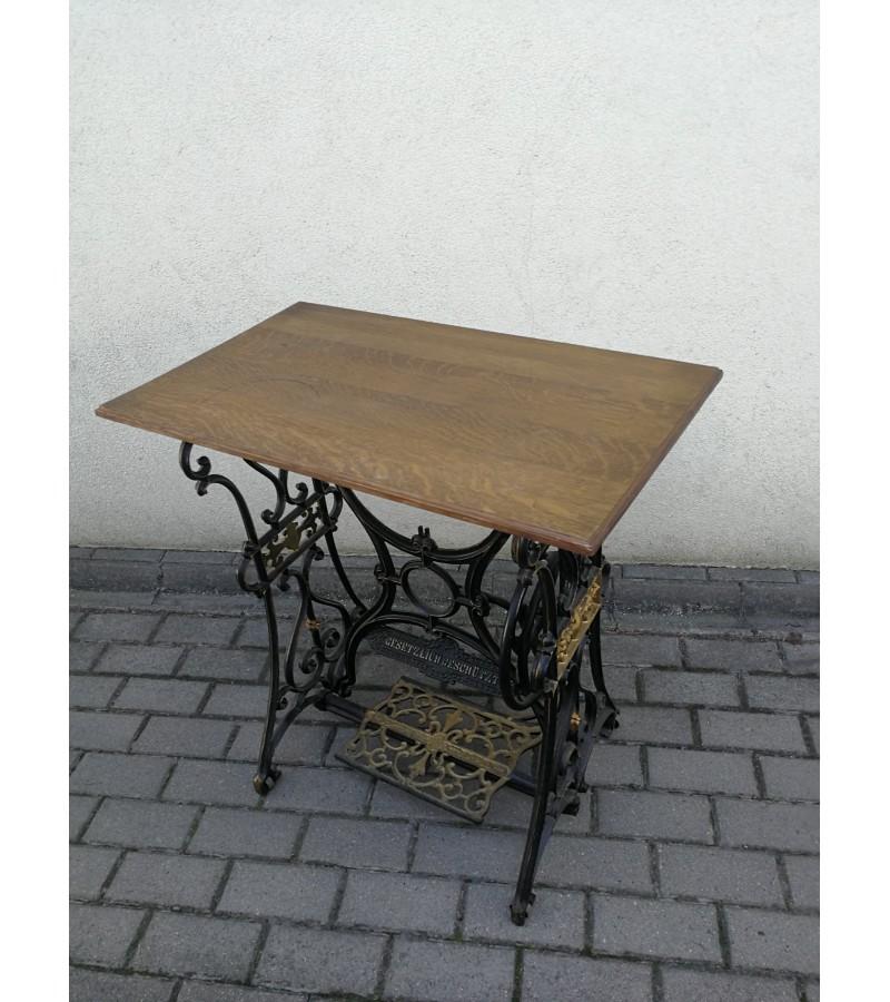 Stalelis antikvarinis - siuvimo mašinos kojos restauruotos. Kaina 87