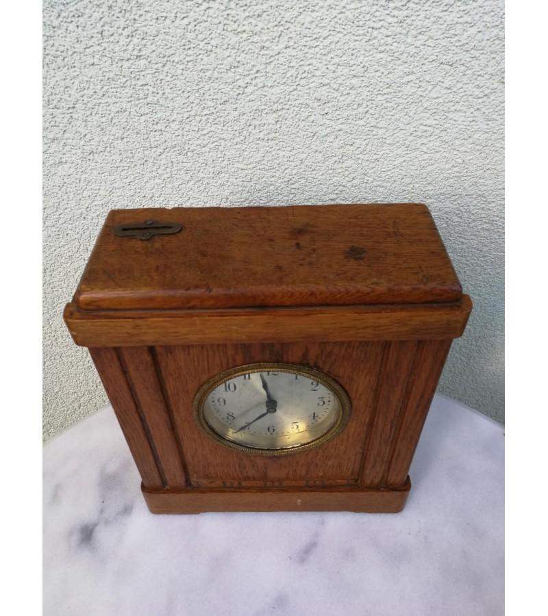 Laikrodis - taupyklė, žadintuvas, antikvarinis. Veikiantis, patikrintas laikrodininko. Kaina 82