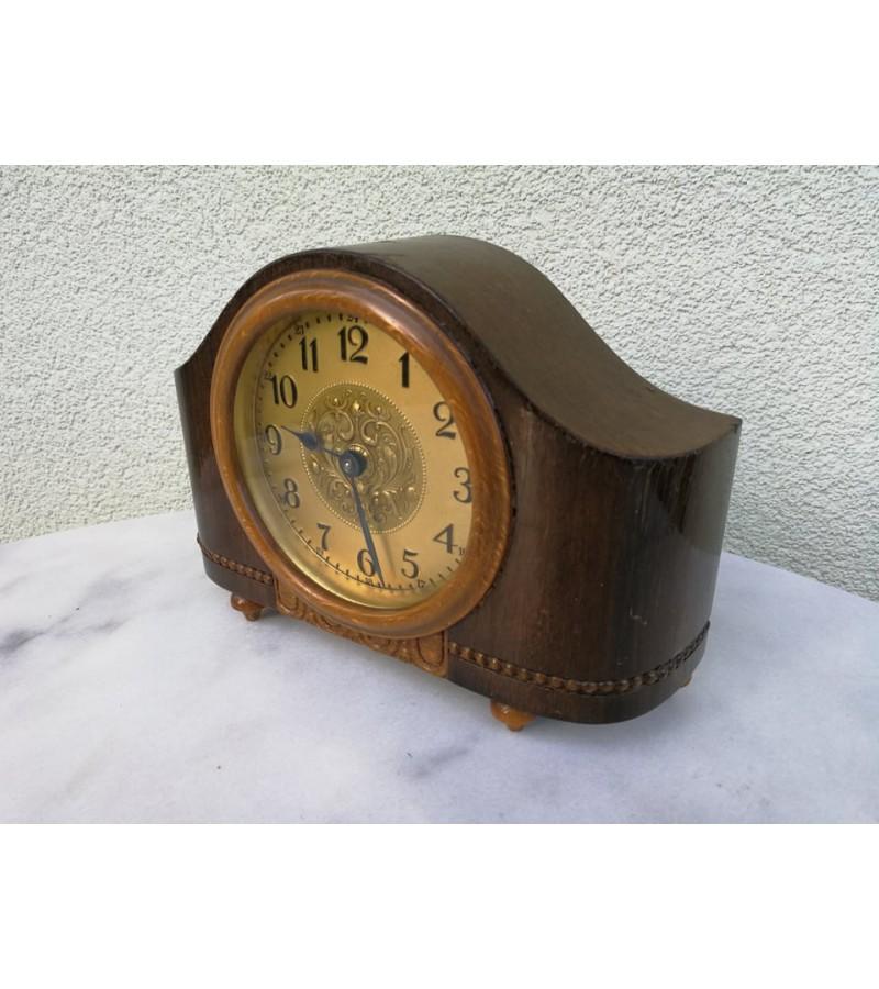 Laikrodis-žadintuvas pastatomas, antikvarinis, nedidelis. Veikiantis, patikrintas laikrodininko. Kaina 82