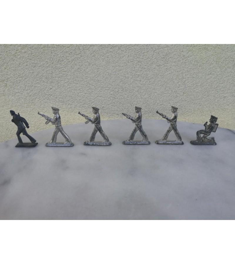 Alaviniai kareivėliai, tarybiniai. 6 vnt. Kaina nuo 6 iki 8 už vnt.