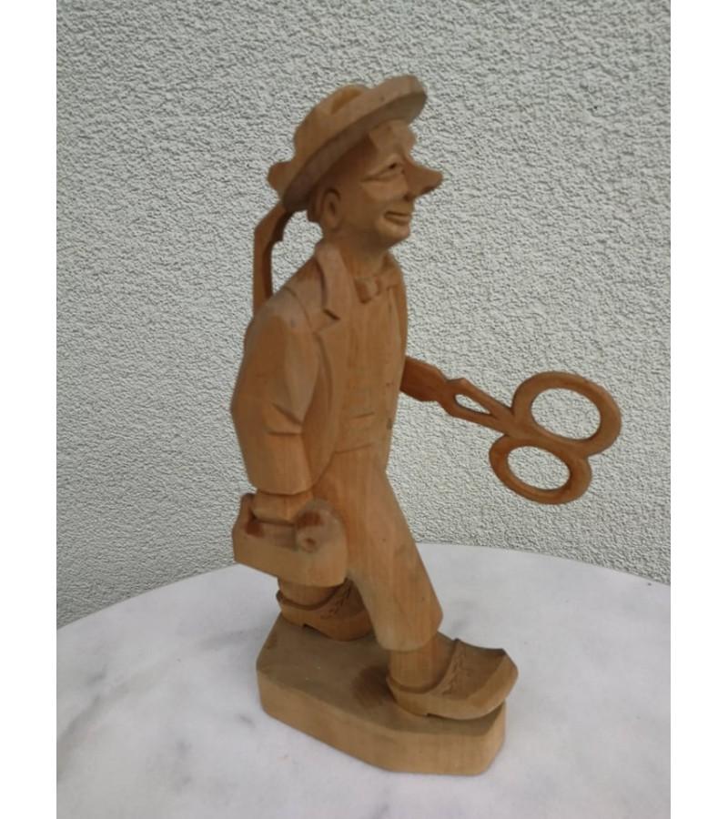 Statulėlė medinė Palangos Juzė. Kaina 32