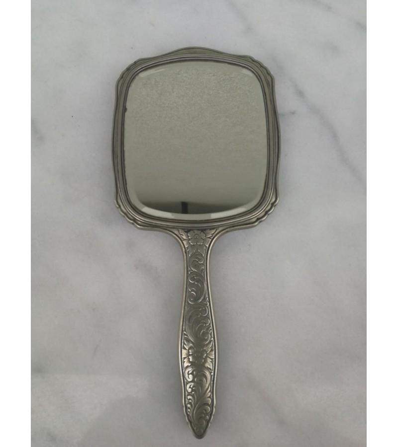 Veidrodėlis antikvarinis facetuotu stiklu. Alpacca, sidabruotas.  Kaina 28