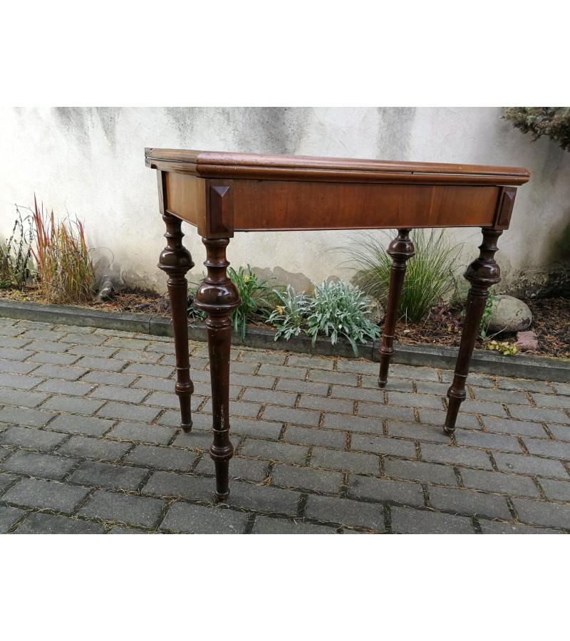 Konsolė - staliukas atlenkiamas, nedidelis, antikvarinis žaidimų. Kaina 152