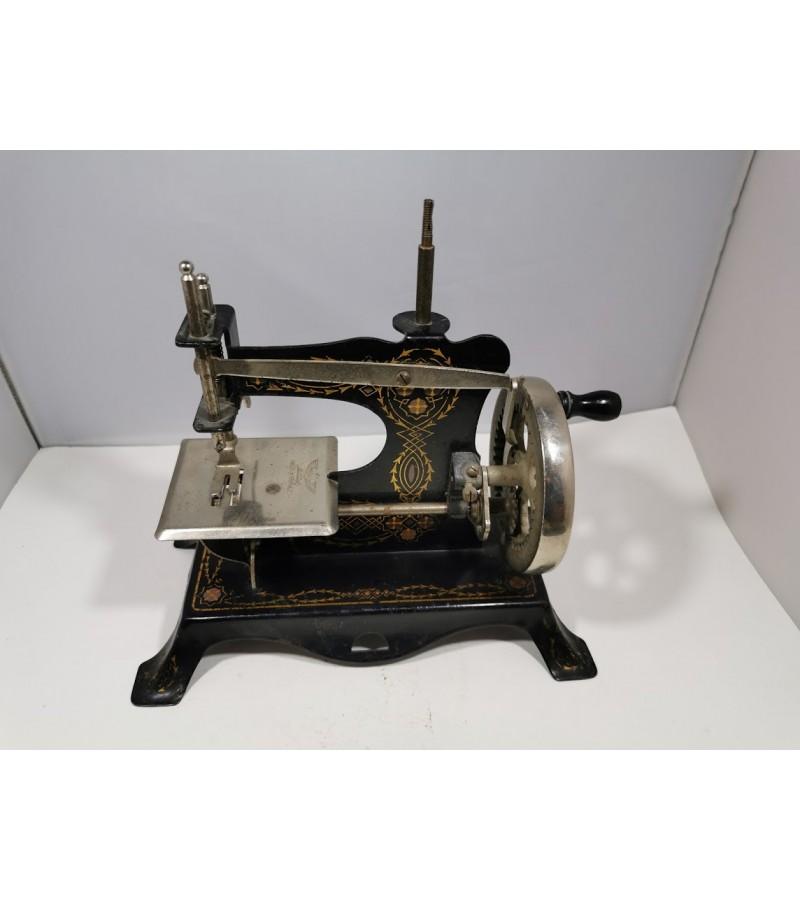Siuvimo mašinėlė, vaikiška, antikvarinė. Vokietija. Kaina 62