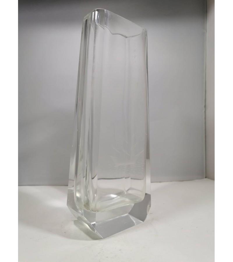 Vaza Art Deco stiliaus, antikvarinė. Burlaivis. Kaina 28