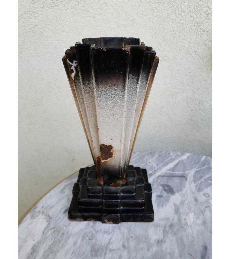 Vaza Art Deco, ketaus (špižinė), antikvarinė. Kaina 28