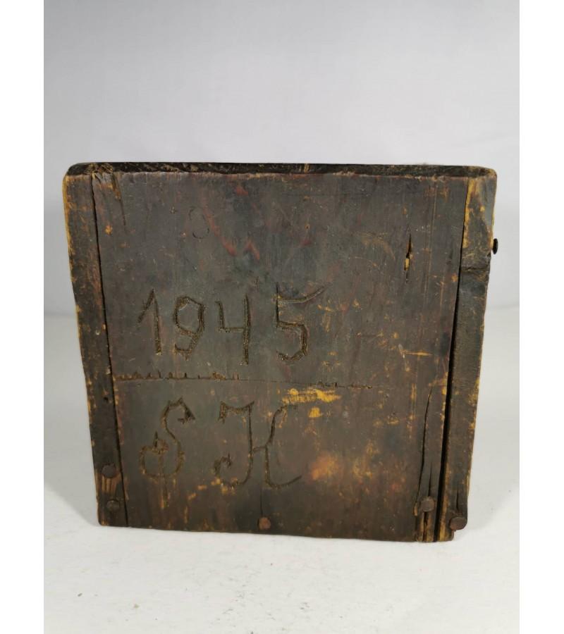 Dėžutė medinė tremtinio S.K. 1945 m. Kaina 23