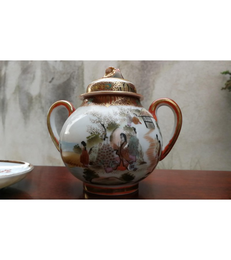 Cukrinė porcelianinė, antikvarinė. Japonija. Kaina 23