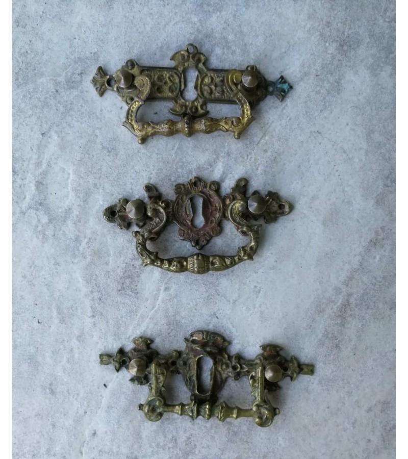 Rankenėlės antikvarinės bronzinės. 3 vnt. Kaina po 7,5
