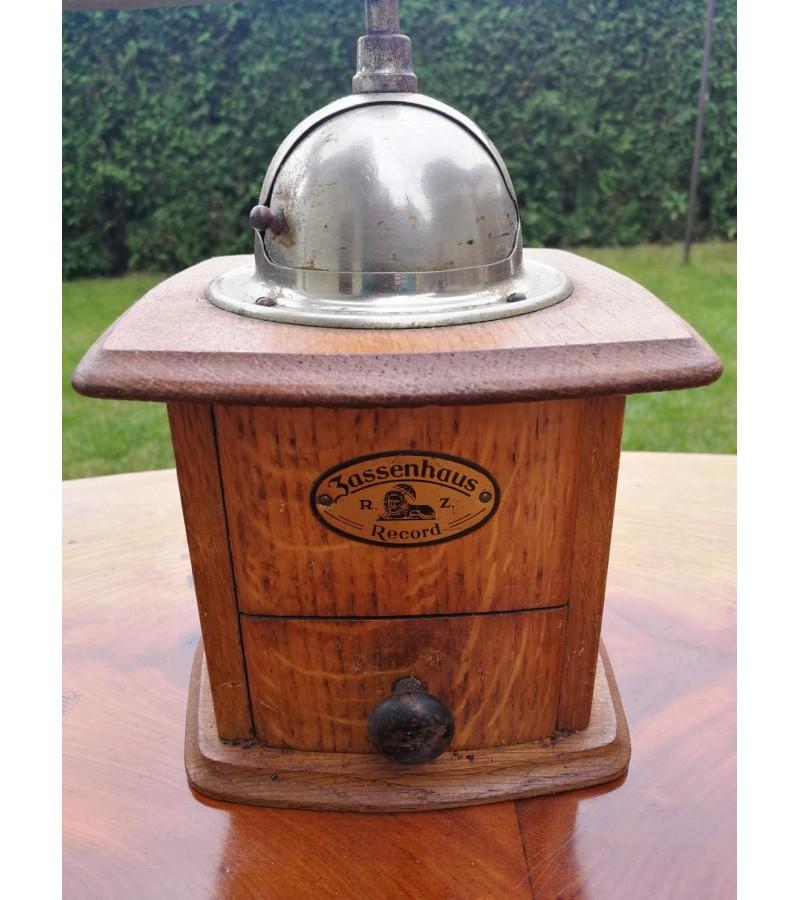 Kavamalė antikvarinė, veikianti. Vokietija. Kaina 42