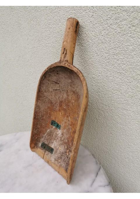 Kastuvėlis, samtis antikvarinis, medinis. Kaina 23